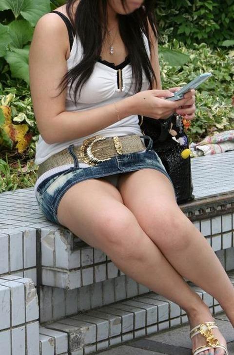 ミニスカ履いてギャグみたいなパンチラしてる素人がいるwwwwwww★素人パンチラエロ画像・30枚目の画像