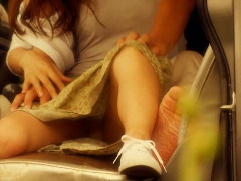 芸能人、アイドル、女子アナの決定的なパンチラがエロ過ぎてまたヨダレ出たwwwwwww★芸能お宝エロ画像・16枚目の画像