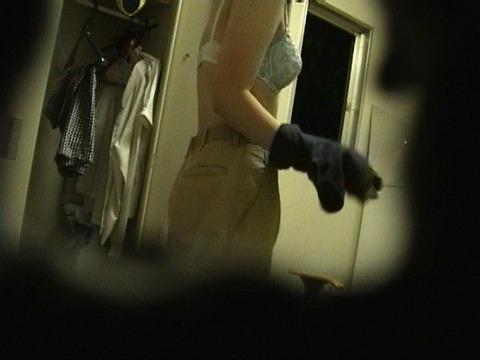 女子更衣室をこっそり盗撮してみた結果、意外と大漁だったwwwwww★素人盗撮エロ画像・33枚目の画像