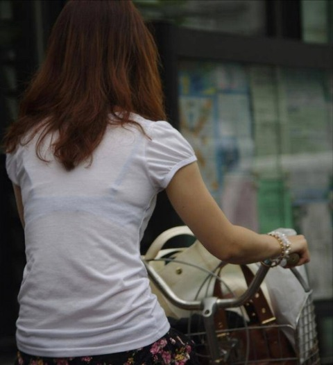 柄までブラジャーがクッキリ透けてる素人さんたちwwwwwww★素人透けブラ街撮りエロ画像・6枚目の画像
