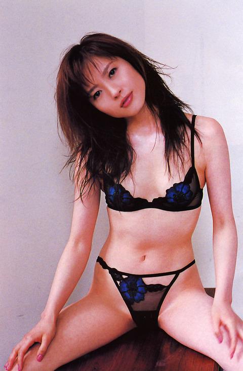 三浦理恵子おっぱい画像!!乳首の色が半端なくキレイwww 三浦理恵子ヌード画像・13枚目の画像