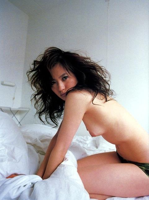 三浦理恵子おっぱい画像!!乳首の色が半端なくキレイwww 三浦理恵子ヌード画像・15枚目の画像