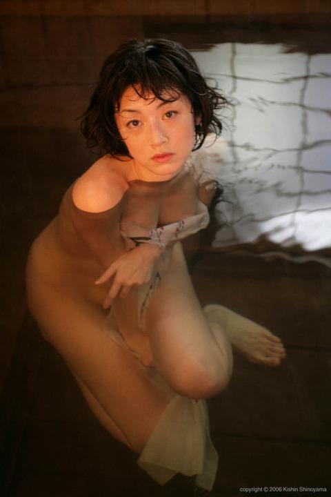 高岡早紀のヘアヌード画像★爆乳&美マン毛具合が半端ないwww・16枚目の画像