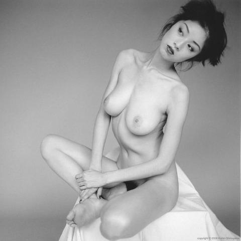 高岡早紀のヘアヌード画像★爆乳&美マン毛具合が半端ないwww・7枚目の画像