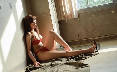 【画像】佐倉カオリ(25)アバラ骨と身体の曲線がかなりアダルティーな全裸ヌードまとめ★佐倉カオリエロ画像・30枚目の画像