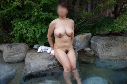 露天風呂エロ画像★素人女子が温泉で惜しげもなく自分の身体を披露しとるwww・28枚目の画像