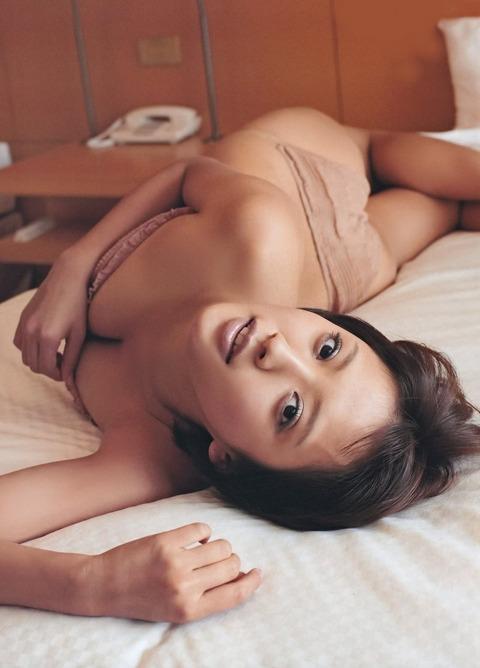 夏菜 (26)モビットのCMでお馴染み女優の過激な水着画像とヌード映画の一部の画像★夏菜エロ画像・2枚目の画像