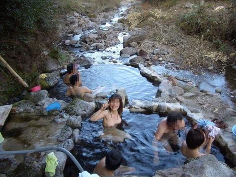 混浴・女風呂・露天風呂ですっぽんぽんになってる女の子のエロ画像★・36枚目の画像