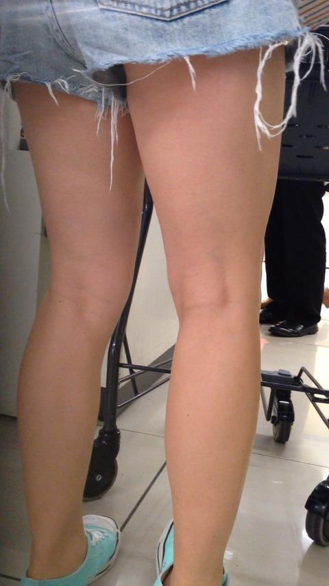 ショーパン履いた素人娘の生足美脚がけしからんエロ画像30枚・38枚目の画像