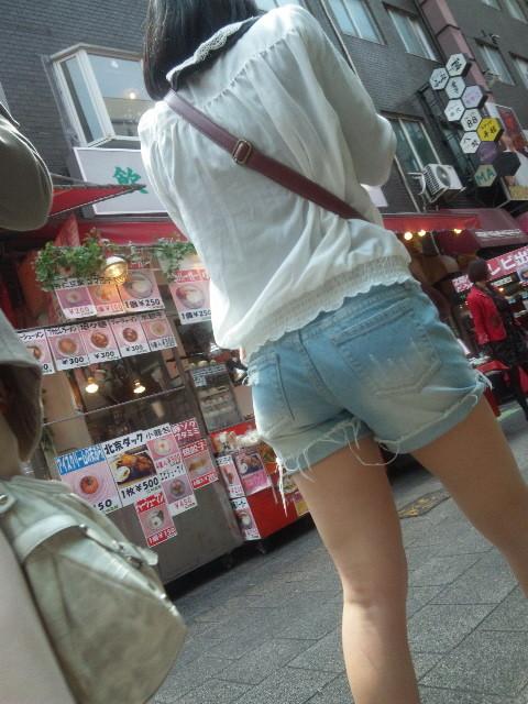 ショーパン履いた素人娘の生足美脚がけしからんエロ画像30枚・6枚目の画像
