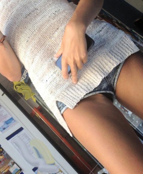 ショーパン履いた素人娘の生足美脚がけしからんエロ画像30枚・2枚目の画像