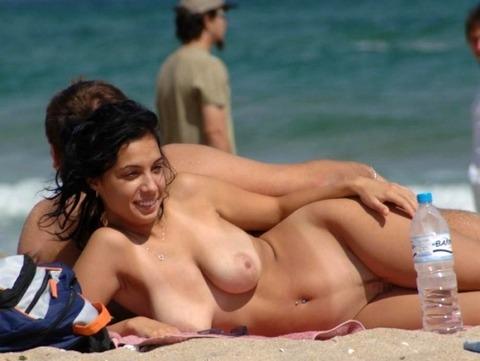 【※楽園※】海外ヌーディストビーチが毎日おっぱいもオマンコも見放題という無法地帯でエロ過ぎるwwwwwww(画像あり)・20枚目の画像