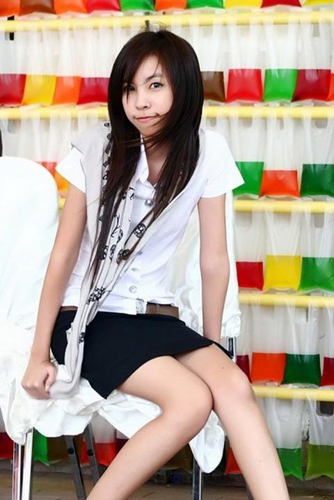 タイの女子大生のパツンパツンの制服シャツが抜けるエロ画像30枚・9枚目の画像