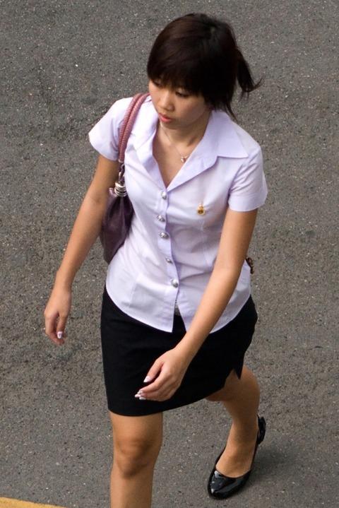 タイの女子大生のパツンパツンの制服シャツが抜けるエロ画像30枚・34枚目の画像