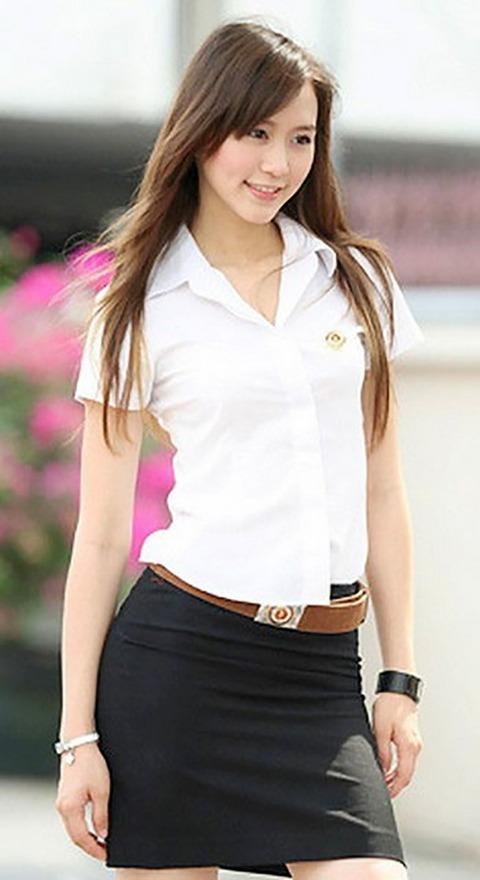 タイの女子大生のパツンパツンの制服シャツが抜けるエロ画像30枚・7枚目の画像