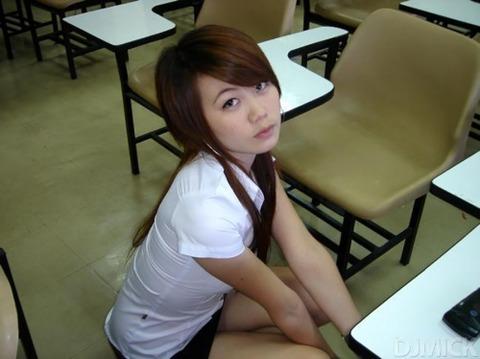 タイの女子大生のパツンパツンの制服シャツが抜けるエロ画像30枚・8枚目の画像