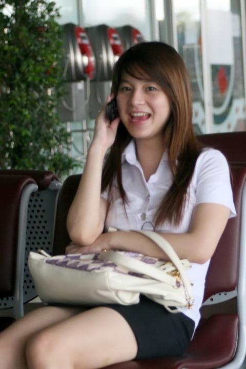 タイの女子大生のパツンパツンの制服シャツが抜けるエロ画像30枚・35枚目の画像