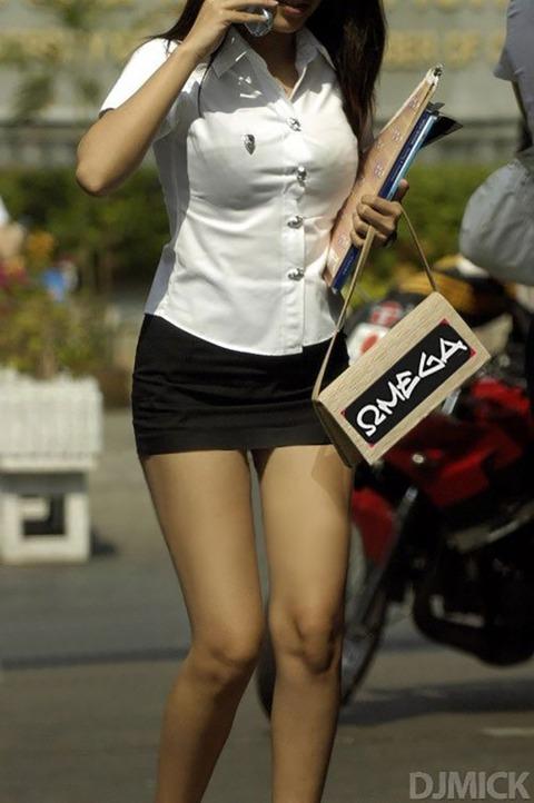 タイの女子大生のパツンパツンの制服シャツが抜けるエロ画像30枚・2枚目の画像
