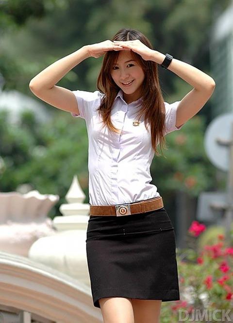 タイの女子大生のパツンパツンの制服シャツが抜けるエロ画像30枚・13枚目の画像