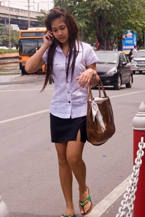タイの女子大生のパツンパツンの制服シャツが抜けるエロ画像30枚・27枚目の画像