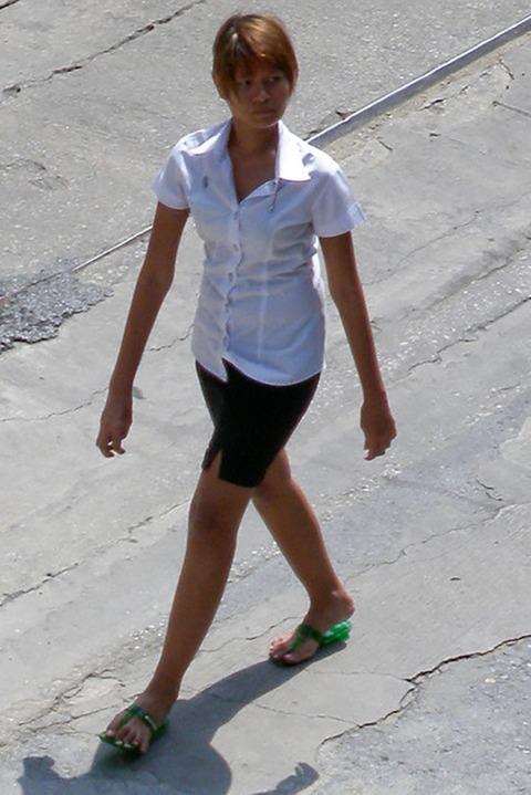 タイの女子大生のパツンパツンの制服シャツが抜けるエロ画像30枚・37枚目の画像