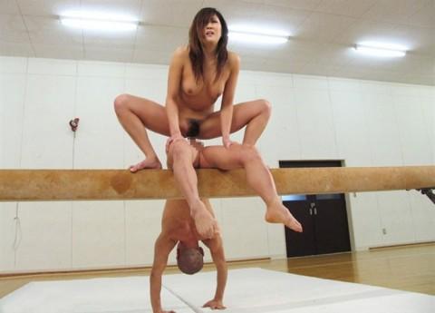 【朗報】バレエ経験者の軟体女子と付き合うとこんな体位でハメれるみたいだぞwwwwwww(ハメ撮りエロ画像あり)・23枚目の画像