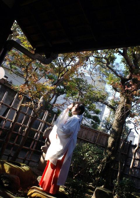 【個人撮影】俺氏、実家の神社を継いで一番良かったのは美人巫女さんとハメハメできたことwwwwwwハメ撮りエロ画像★・4枚目の画像