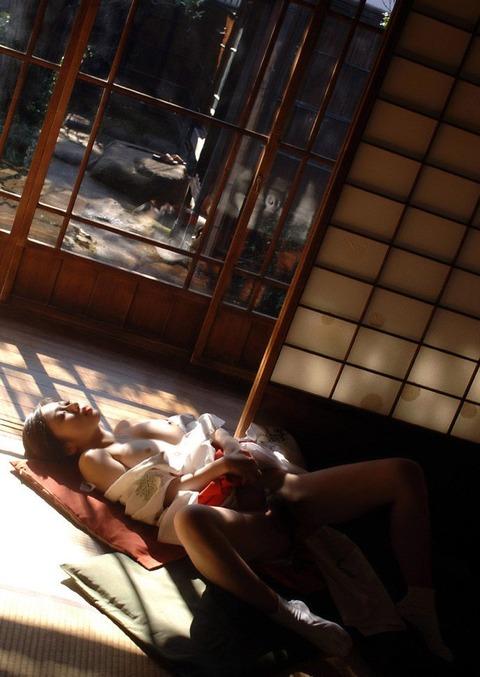【個人撮影】俺氏、実家の神社を継いで一番良かったのは美人巫女さんとハメハメできたことwwwwwwハメ撮りエロ画像★・31枚目の画像