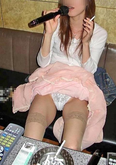 【素人悪ふざけ】女子だけのカラオケ新年会がおっぱいとか出しまくりでクッソエロいンゴwwwwwwww(画像あり)・15枚目の画像
