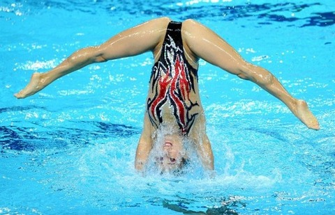 俺氏、水泳シンクロ女子をオナ禁して見たら下半身限定のストリップショーにしか見えなかったンゴwwwwww(画像あり)・13枚目の画像