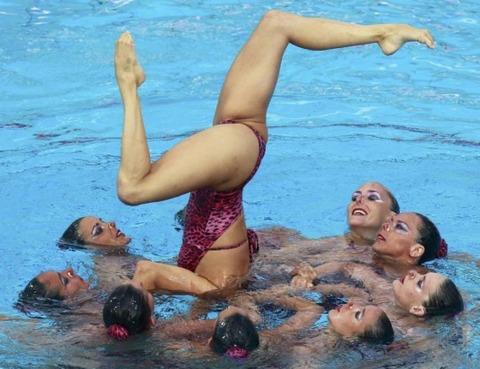 俺氏、水泳シンクロ女子をオナ禁して見たら下半身限定のストリップショーにしか見えなかったンゴwwwwww(画像あり)・5枚目の画像