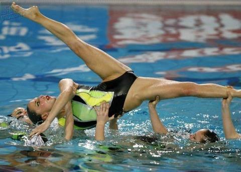 俺氏、水泳シンクロ女子をオナ禁して見たら下半身限定のストリップショーにしか見えなかったンゴwwwwww(画像あり)・8枚目の画像