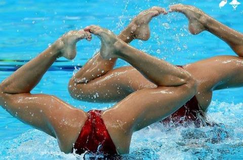 俺氏、水泳シンクロ女子をオナ禁して見たら下半身限定のストリップショーにしか見えなかったンゴwwwwww(画像あり)・20枚目の画像