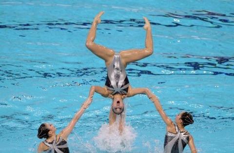 俺氏、水泳シンクロ女子をオナ禁して見たら下半身限定のストリップショーにしか見えなかったンゴwwwwww(画像あり)・28枚目の画像