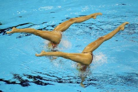 俺氏、水泳シンクロ女子をオナ禁して見たら下半身限定のストリップショーにしか見えなかったンゴwwwwww(画像あり)・4枚目の画像
