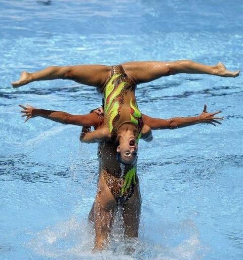 俺氏、水泳シンクロ女子をオナ禁して見たら下半身限定のストリップショーにしか見えなかったンゴwwwwww(画像あり)・24枚目の画像