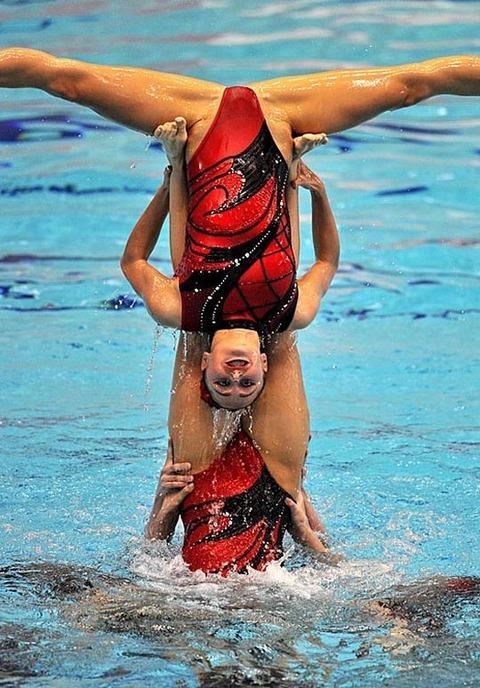 俺氏、水泳シンクロ女子をオナ禁して見たら下半身限定のストリップショーにしか見えなかったンゴwwwwww(画像あり)・15枚目の画像