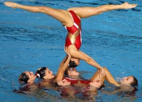 俺氏、水泳シンクロ女子をオナ禁して見たら下半身限定のストリップショーにしか見えなかったンゴwwwwww(画像あり)・3枚目の画像