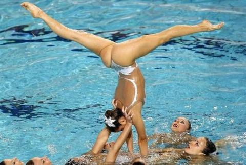 俺氏、水泳シンクロ女子をオナ禁して見たら下半身限定のストリップショーにしか見えなかったンゴwwwwww(画像あり)・22枚目の画像