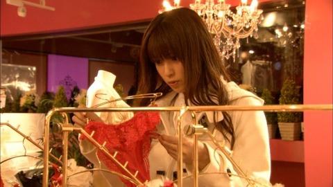 【深田恭子】着衣巨乳だけではなく過激下着まで披露してくれた深キョンが神すぐるwwwwwww(エロキャプ画像あり)・10枚目の画像