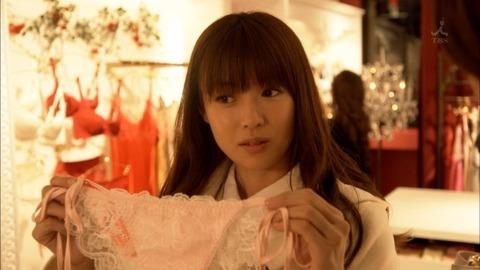 【深田恭子】着衣巨乳だけではなく過激下着まで披露してくれた深キョンが神すぐるwwwwwww(エロキャプ画像あり)・18枚目の画像