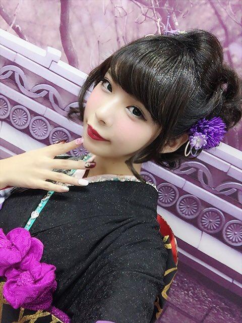 コミケ・ニコ生でロリコンヲタのチンポをフルボッキにさせる美少女レイヤーwwwww(胸チラ・パンチラエロ画像あり)・7枚目の画像