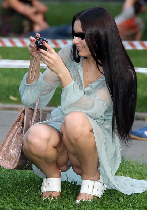 白人美女の街で拝めるパンチラ盗撮エロ画像30枚・35枚目の画像