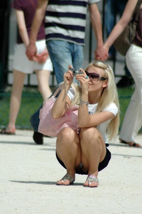 白人美女の街で拝めるパンチラ盗撮エロ画像30枚・20枚目の画像