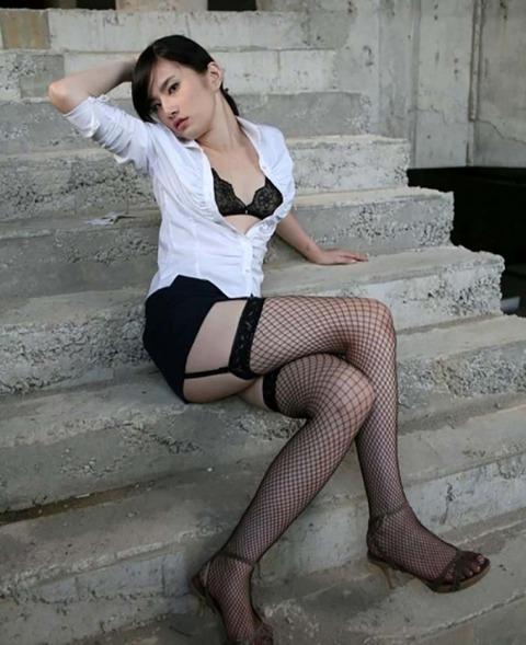 スレンダー美脚好きにはたまらないスラっとした女のエロ画像31枚・16枚目の画像
