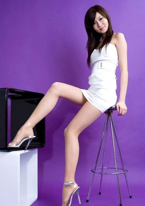スレンダー美脚好きにはたまらないスラっとした女のエロ画像31枚・15枚目の画像