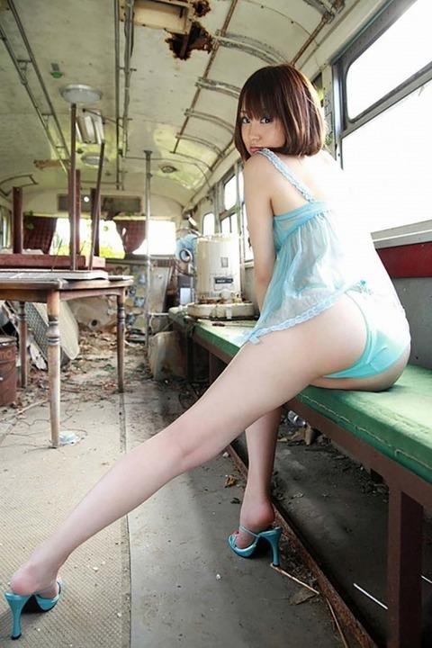スレンダー美脚好きにはたまらないスラっとした女のエロ画像31枚・18枚目の画像