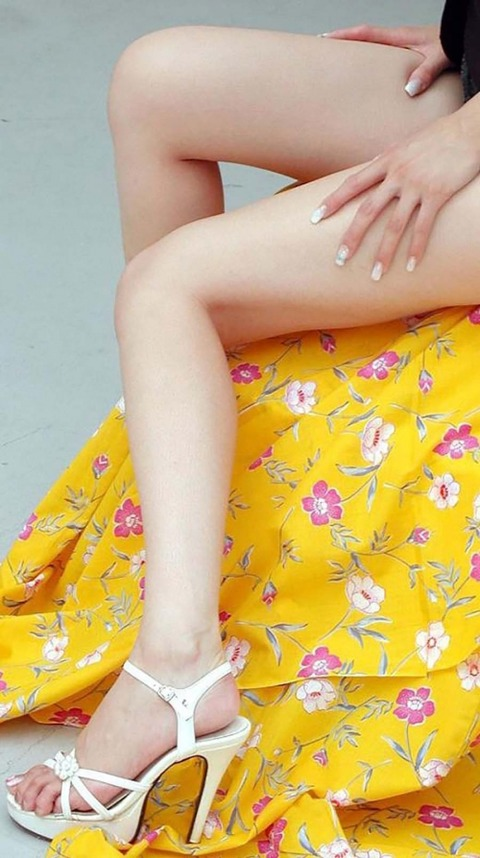 スレンダー美脚好きにはたまらないスラっとした女のエロ画像31枚・21枚目の画像