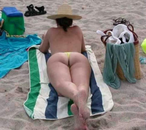 海外のビーチがヌーディストビーチ以外もTバック水着天国でエロいwwwwwwww(画像あり)・15枚目の画像