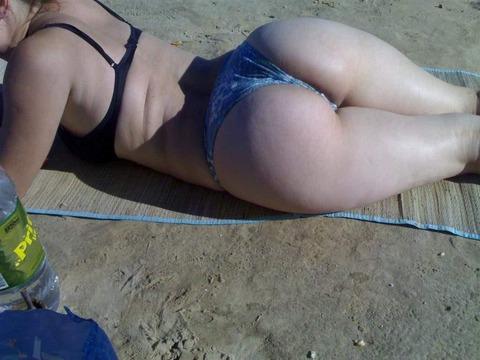 海外のビーチがヌーディストビーチ以外もTバック水着天国でエロいwwwwwwww(画像あり)・4枚目の画像